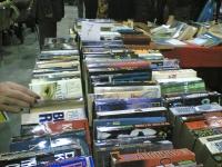 Имаше много чуждоезични книги.
